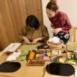 roll sushi making scene