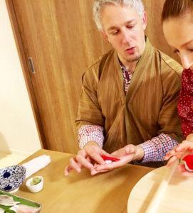 making nigiri sushi scene