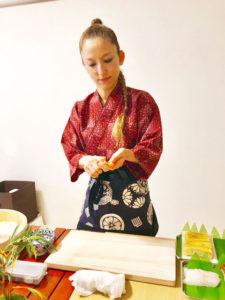 making sushi scene