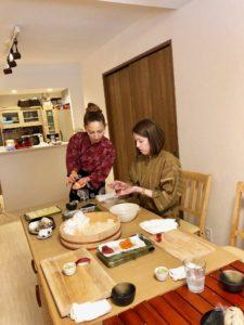 making nigiri sushi