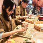 roll sushi making