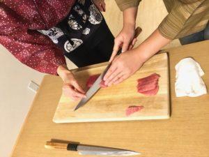 slicing tuna